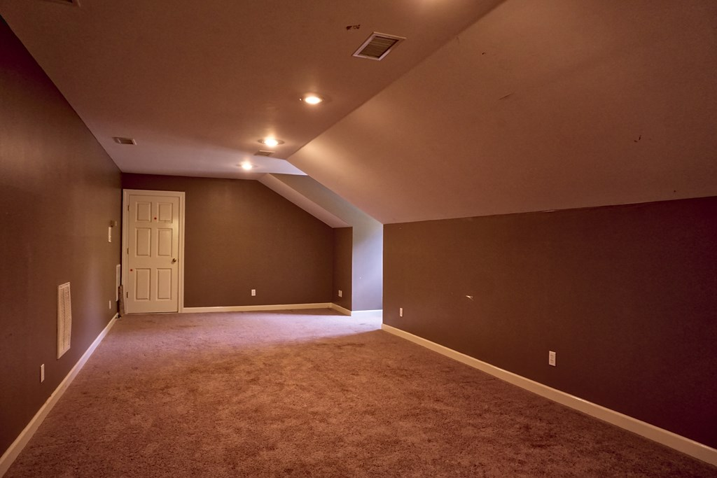 Upstairs Bedroom/Gameroom
